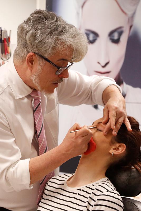 José Sande explica los 10 pasos para un fondo de maquillaje perfecto